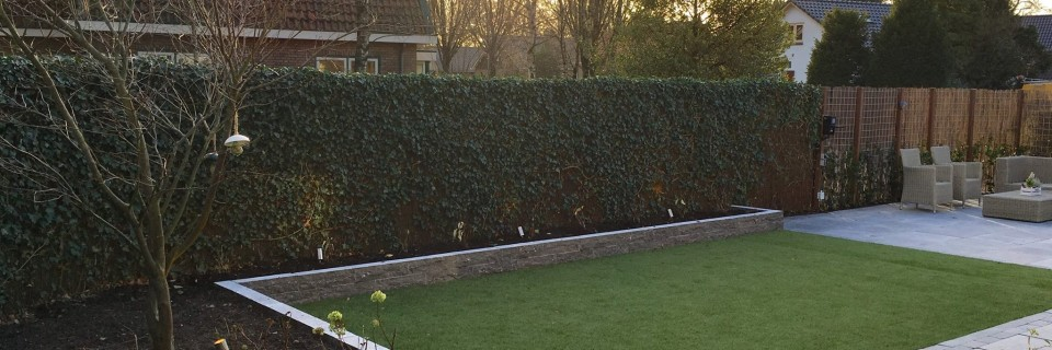 Complete renovatie van tuin,terras en oprit van deze vrijstaande woning te Putten.